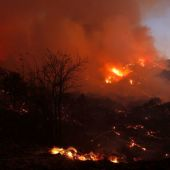 Thousands of firefighters battle fast-spreading wildfire near Los Angeles