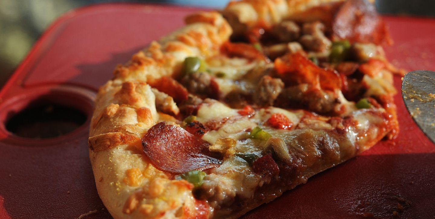 A Restaurant Is Being Accused Of Reselling Costco Frozen Pizza For A 700% Mark-Up