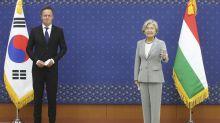 S. Korean, Hungarian FMs discuss cooperation amid pandemic