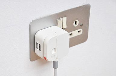 UK Folding Plug takes home design award, emerges in USB-infused flavor
