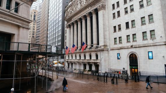 Stock futures drift higher as earnings roll in