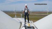 Amazon's Jeff Bezos just opened a massive wind farm in Te...