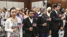 El gobierno de Trump quiere revocarles la ciudadanía a inmigrantes que se naturalizaron fraudulentamente