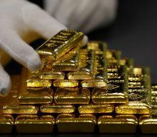 Gold advances as dollar softens