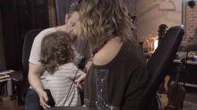 Sandy mostra filho Theo ao lado do marido Lucas Lima em estúdio