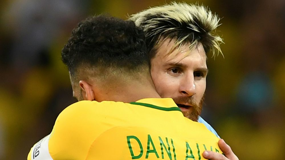 Dani Alves ve a Messi en Rusia 2018