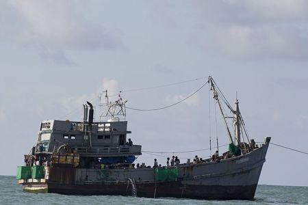 A boat packed with migrants is attached to a Myanmar navy vessel (not pictured) off Leik Island in the Andaman sea May 31, 2015. REUTERS/Soe Zeya Tun