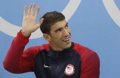 De volta? Phelps admite possibilidade de retornar às piscinas