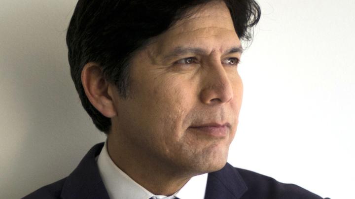 Calif. Dem Party snubs Feinstein, endorses rival