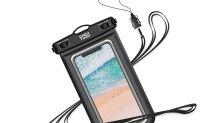 Mit dem Smartphone an Strand: Diese Hüllen schützen vor Wasser und Sand