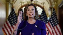Nancy Pelosi dal parrucchiere senza mascherina: è polemica