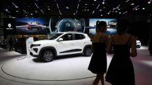 Las normas ambientales impulsan los autos eléctricos y alientan las fusiones en la industria