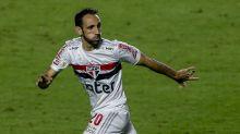 Com dores no joelho, Juanfran será reavaliado e pode desfalcar o São Paulo para a sequência