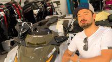 """Fernando Zor tira onda com jet ski de R$ 105 mil: """"Me segura na pescaria agora"""""""