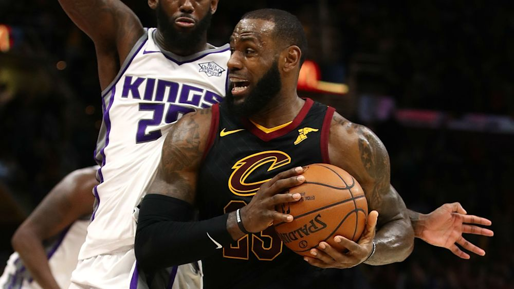 LeBron leads Cavs to 13th straight victory, Warriors win without Curry