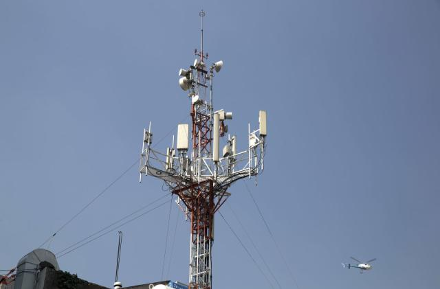 AT&T and Verizon team up to build hundreds of new cell towers