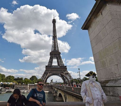 Terror Attacks Hurt Paris Tourism, Costing Nearly $850 Million in Revenue