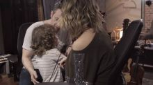 Sandy fala sobre o filho brincar com boneca: 'Se ele fosse gay não teria problema'