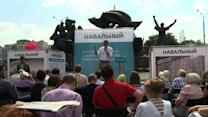 Top Kremlin critic Navalny campaigns in Moscow streets