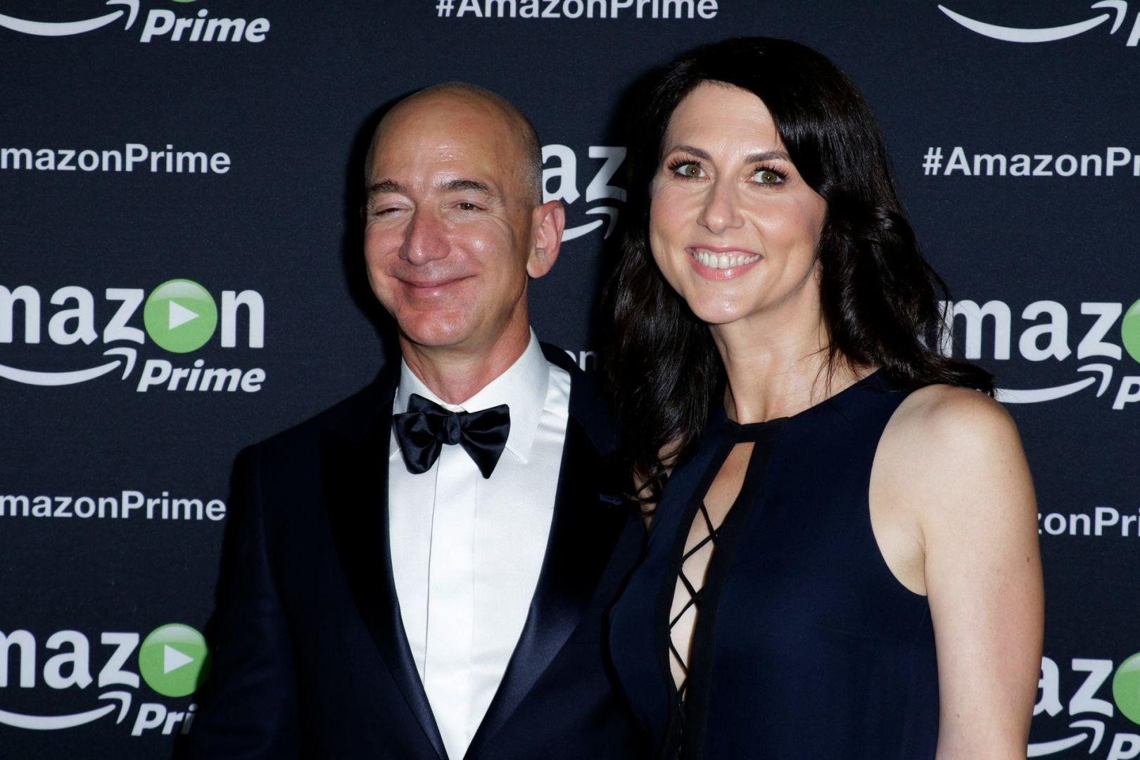 Billionaire MacKenzie Scott Marries Seattle Teacher, Ex-Husband Jeff Bezos Calls Him 'Great Guy' - Yahoo Entertainment