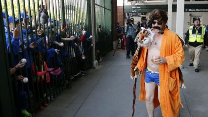 Cubs stay classy, dress up as 'Anchorman' characters for road trip