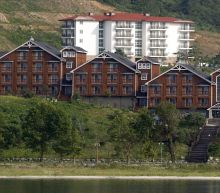 Kim orders South's buildings at resort in North be destroyed