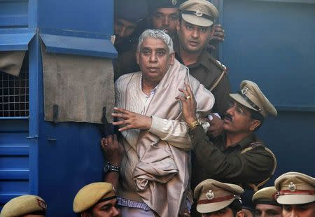 """Satguru Rampalji Maharaj, a self-styled """"godman"""" is escorted to the high court after his arrest, in the northern Indian city of Chandigarh November 20, 2014. REUTERS/Ajay Verma"""