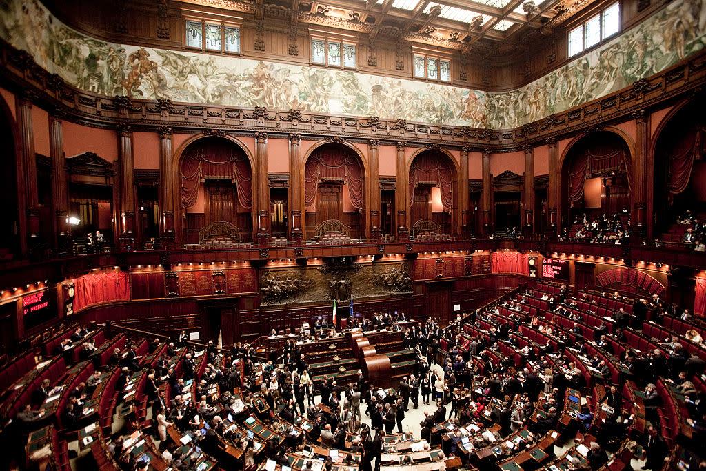 Stipendi parlamentari la clamorosa proposta di forza italia for Numero dei parlamentari