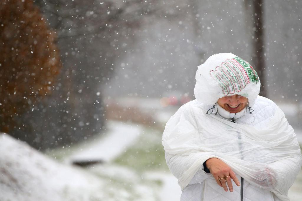 Major Snowstorm Snarls Chicago's Rush Hour Commute and