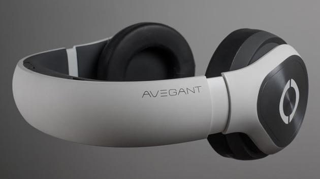 Avegant's headphone-like wearable display arrives this fall