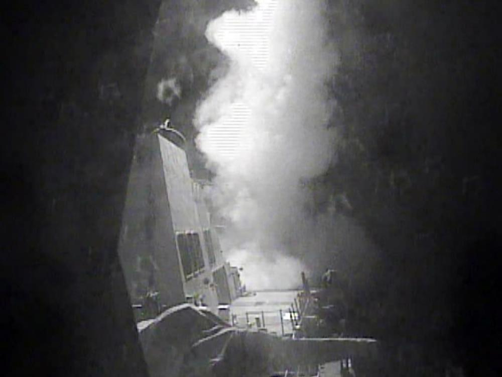 The guided missile destroyer USS Nitze launches a strike against three coastal radar sites in Houthi-controlled territory on Yemen's Red Sea coast, on October 13, 2016 (AFP Photo/)