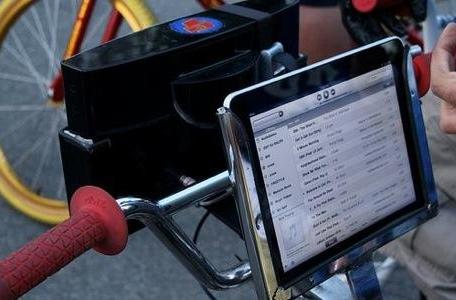 Flickr Find: iPad powering bike stereo