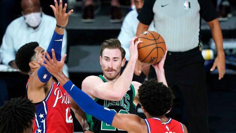 Gordon Hayward rolls ankle, leaves game late in fourth, will have MRI