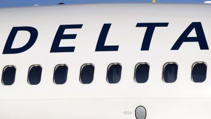 Passengers panic as flight rapidly drops 30,000 feet