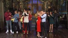 "Scarlett Johansson déclare sa flamme à Colin Jost au ""Saturday Night Live"""