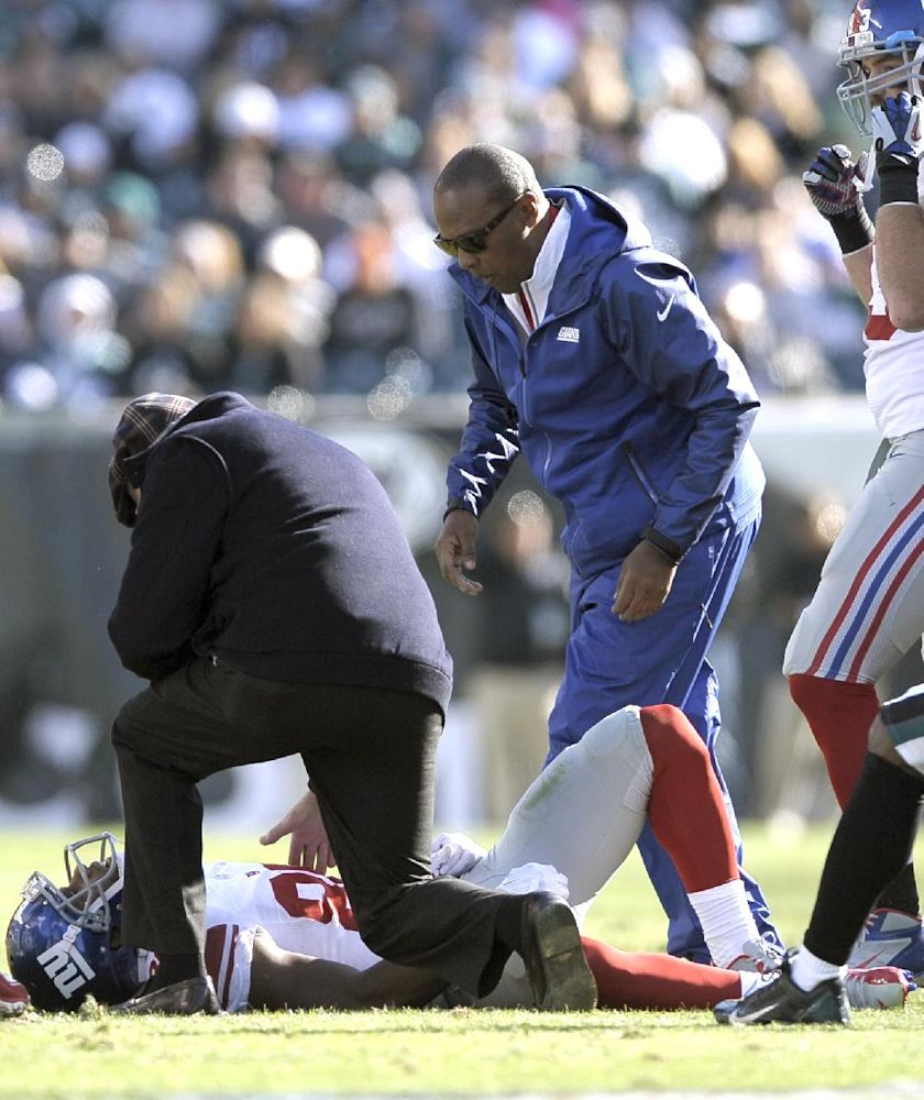 Giants WR Cruz leaves with neck injury, returns