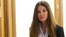 Janice Dickinson testifica en contra de Cosby