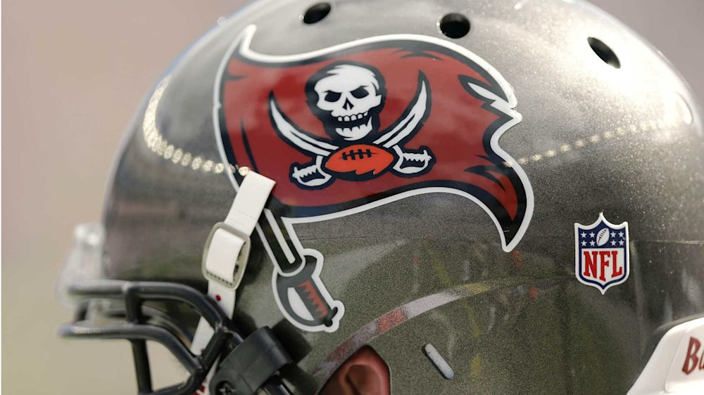 Bucs' O-line plays brutal prank on rookies with huge restaurant bill