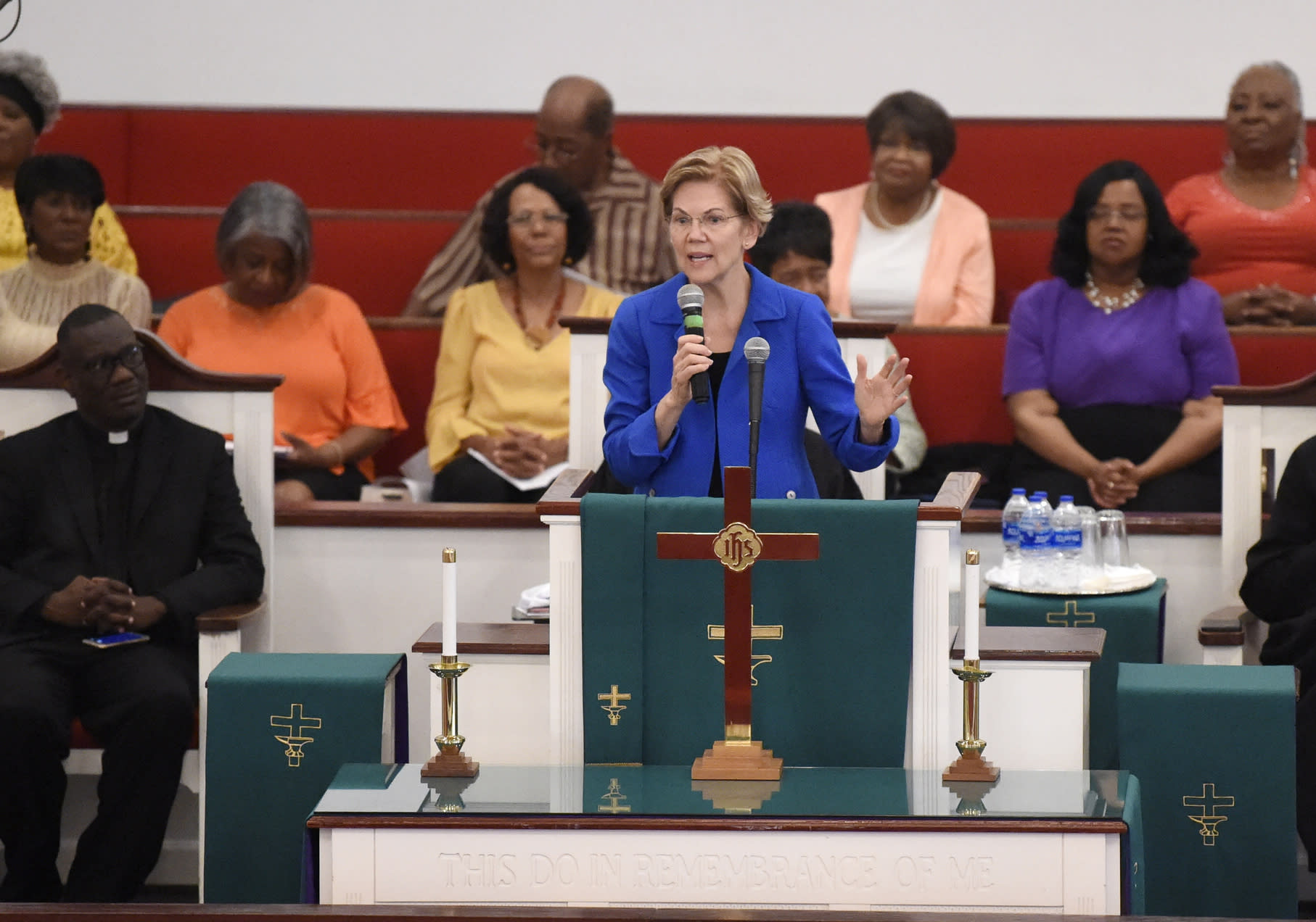 Warren Delivers Public Apology at Native American Candidate Forum
