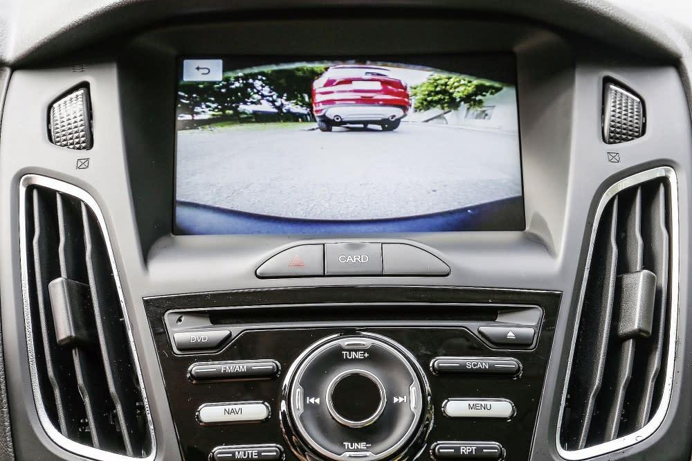 前可視雷達可在水平140度廣角及垂直120度廣角的範圍內偵測前方障礙物,於8吋LCD彩色液晶觸控螢幕上顯示畫面,並發出蜂鳴提示音。