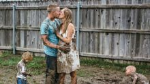 """When Their Photo Shoot Got Rained Out, This Family Did a """"Mud Shoot"""" Instead"""