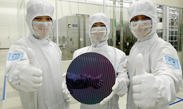 Report: Samsung will start building chips for AMD