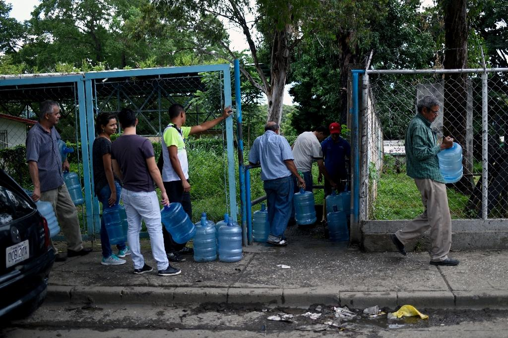 Venezuela's economic crisis has left residents in San Juan with a chronic water shortage (AFP Photo/Federico PARRA)
