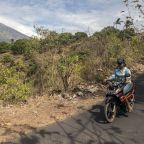 Bali volcano eruption fears spark exodus of more than 35,000