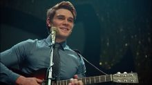 """KJ Apa says Archie is *supposed* to be a bad songwriter on """"Riverdale"""""""