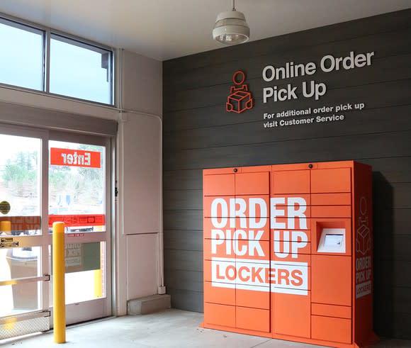 can lockers boost home depot 39 s online sales. Black Bedroom Furniture Sets. Home Design Ideas