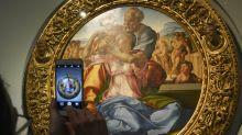 Amantes del arte disfrutan de museos vacíos en Italia