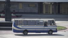 Ukraine police free hostages from bus