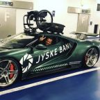 Paralyzed ex-racer has new Ford GT with hand controls, roof-mounted wheelchair