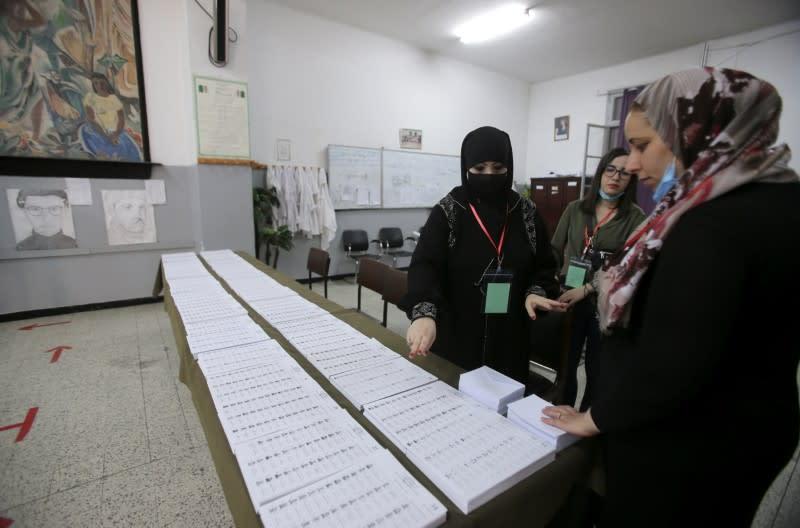 Les Algériens appelés à voter sur fond de crise politique et économique
